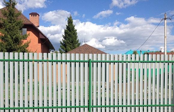 Забор из металлоштакетника (обратная сторона)